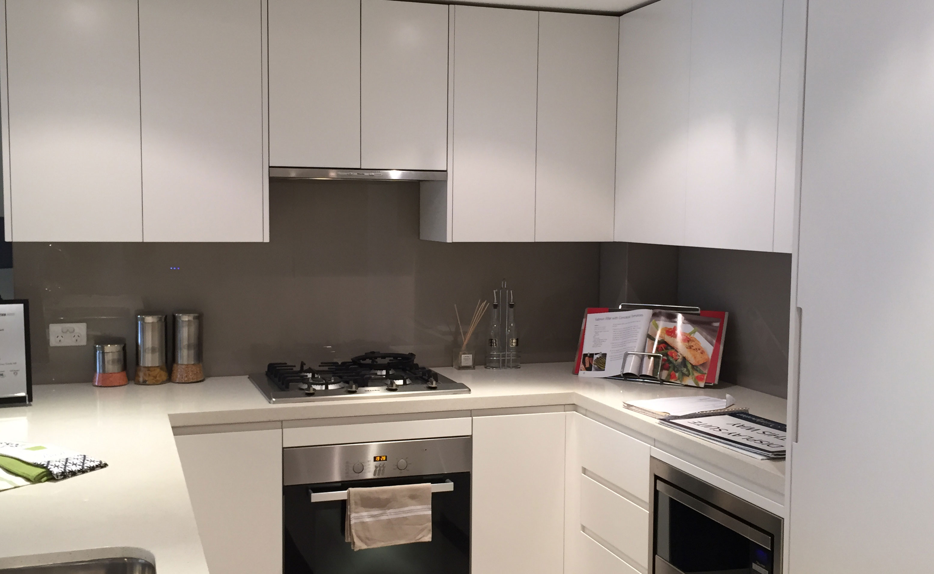 Colour Glass kitchen splash back – Classic B&W
